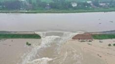Πλημμύρες στην Κίνα: Σχεδόν 200.000 άνθρωποι απομακρύνθηκαν από τις εστίες τους
